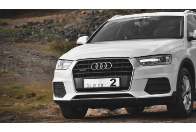 Audi_4X4_on_a_dirt_rocky_road