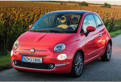 Fiat_500_infront_of_a_field