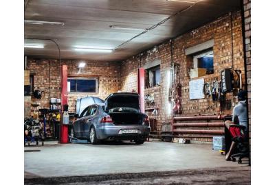 car_in_a_garage