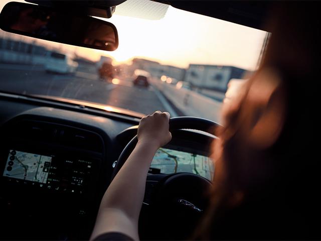 woman_driving_at_the_wheel